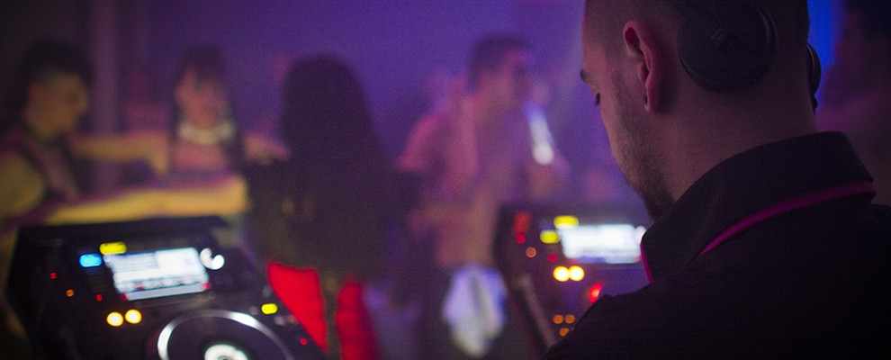 DJ Andrew - Crédit Photo: ALUZ Graphic Studio